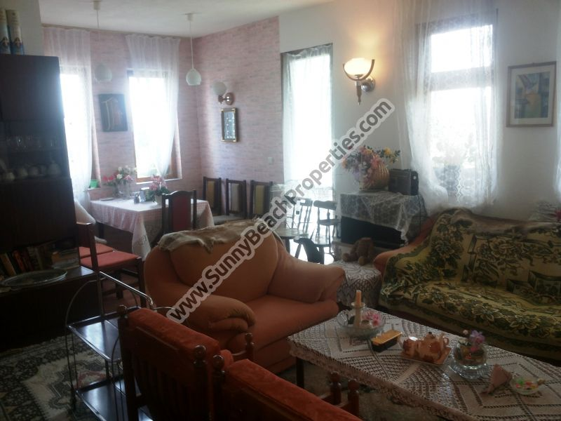 5-bedroom/2-bathroom house for sale in Tankovo 5km from the beach in Sunny beach, Bulgaria