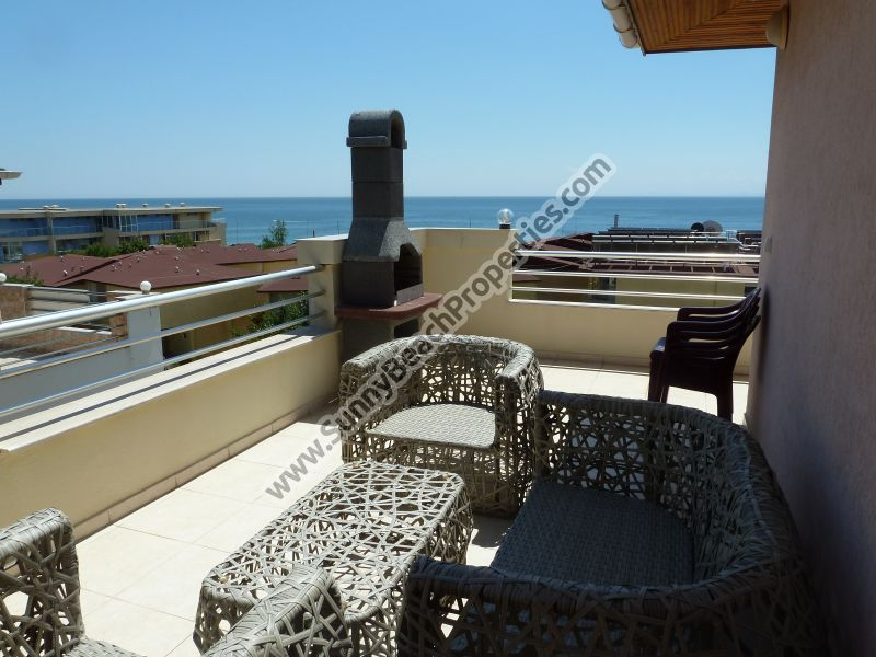 Sea and pool view fully furnished 1-bedroom penthоuse lux in 2 in 1 Sea View complex 50m. from the beach.
