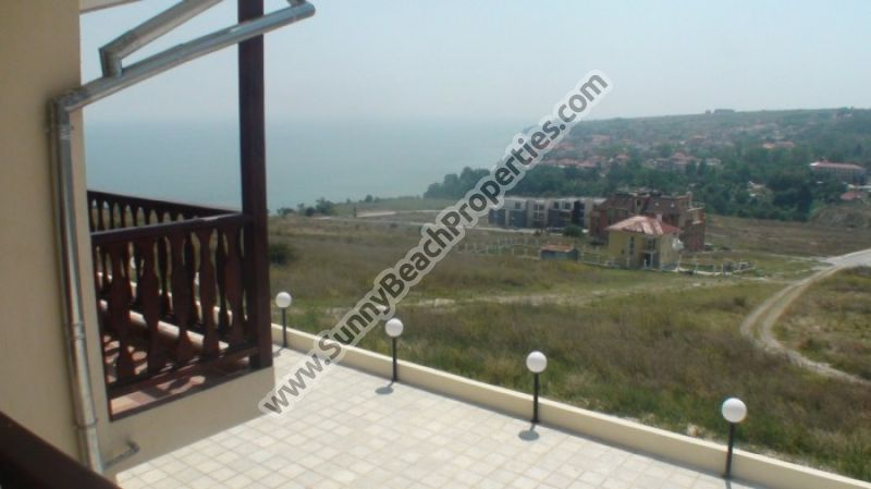 Sea and pool view 3-bedroom/3bath apartment 10-15 min. walk from the beach in Byala