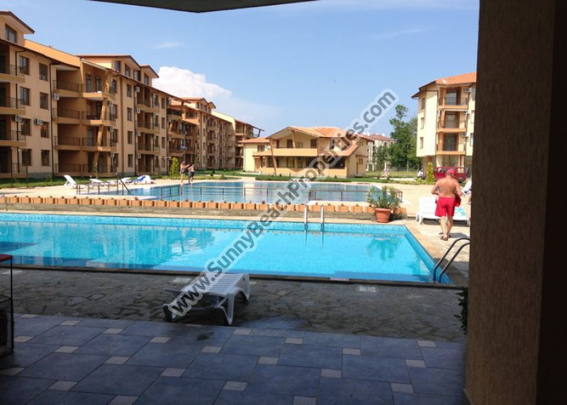 Sea, pool or park view studios, 1-BR & 2-BR flats & duplexes in new complex 100m. from the beach in Tsarevo.
