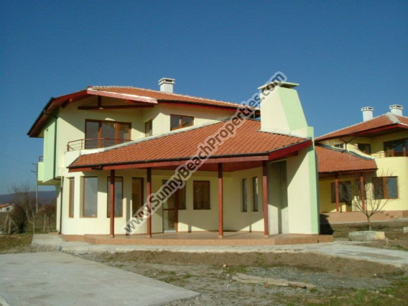 Adorable new off plan 2bedroom/3 bathroom villa in superb tranquil area 15km. from the beach in Sunny beach