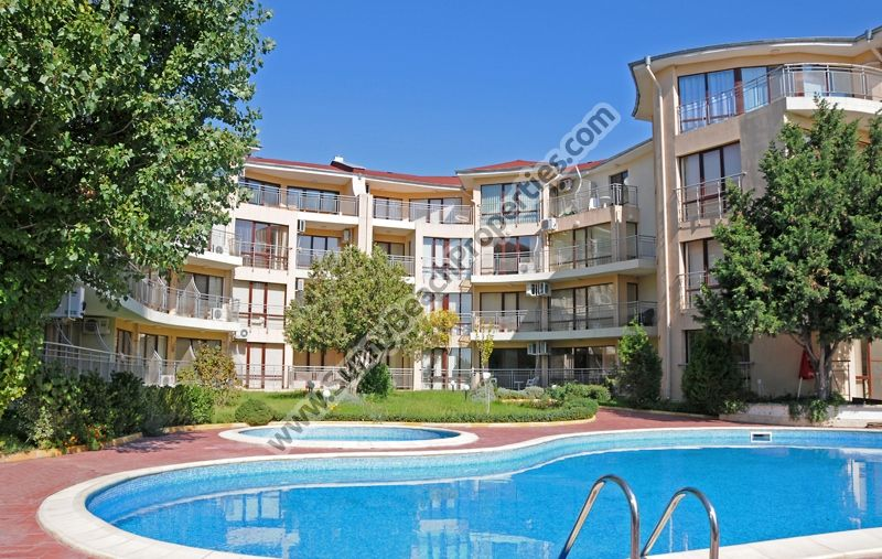 Furnished 1-bedroom apartments for rent, in beachfront complex 100 m. from the beach of Ravda