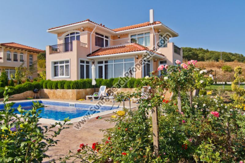 Luxury  3-bedroom/2bathroom detached houses in villa complex  6km from the beach in Sunny beach