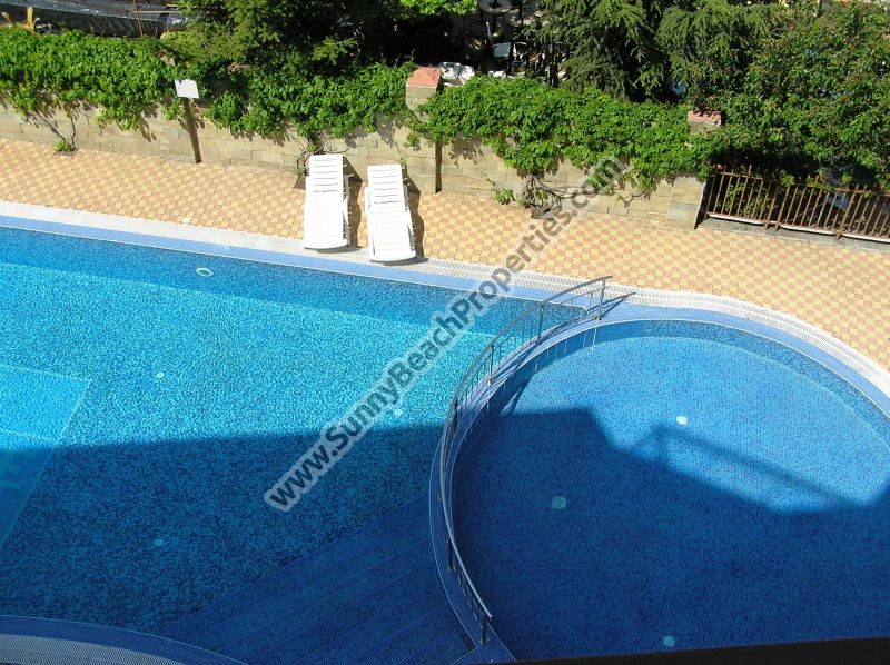 Spacious furnished 1-bedroom apartment for sale in Golden Dreams 250m from beach in Sunny beach, next to supermarket Perla