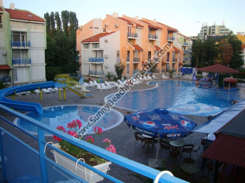 Pool view 1-bedroom apartment for rent, washing machine, 150m. from the beach in Sunny beach, Bulgaria