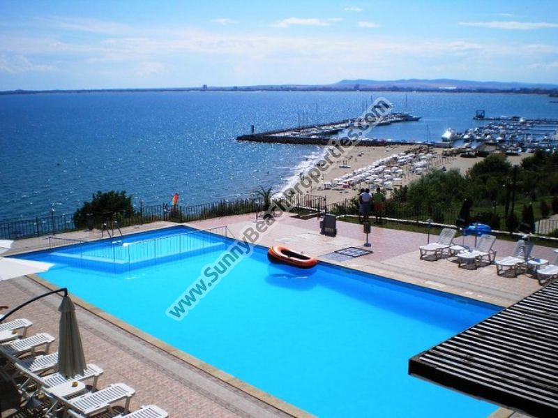 Sea and pool view 1-bedroom apartments for rent 50 meters from the beach in Saint Vlas resort, Bulgaria