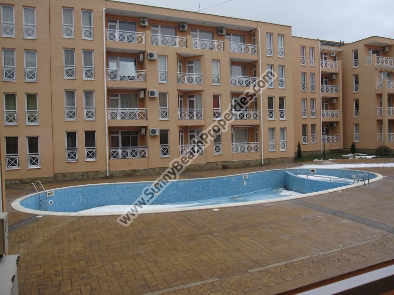 Pool view studio apartment in the huge Sunny day 6 apart-complex, in the suburbs of Sunny beach, 6 km from the beach.