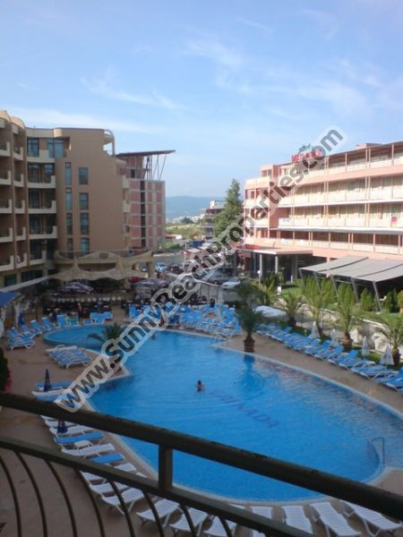 593€/m2. Pool view  furnished 1-bedroom apartment for sale in 4**** Grenada 50 meters from the beach in Sunny beach