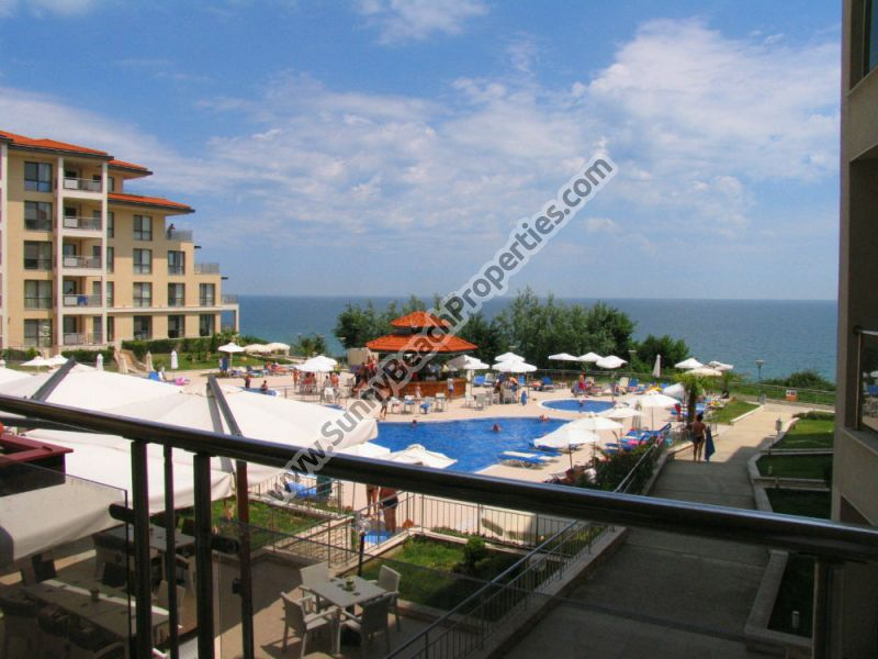 Beachfront sea view furnished 3-bedroom/2bathroom apartment in 4**** Byala Beach Resort on the beach in Byala