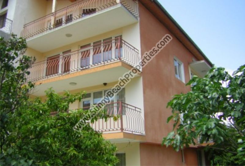 4-storey 10-bedroom/4-bathroom semi-detached house for sale, 700m from beach in Aheloy, Bulgaria
