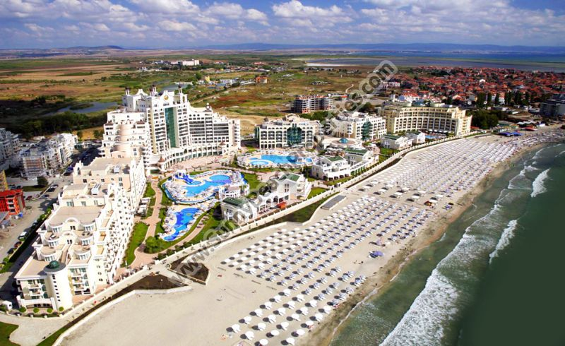 Beachfront sea &  park view furnished studio apartment in 5***** Sunset Pomorie Beach Resort right on the white sandy beach