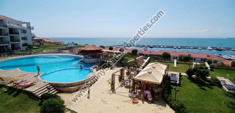 Beachfront sea view furnished 2-bedroom apartment  in Diamond 20 m. from the beach in St. Vlas.