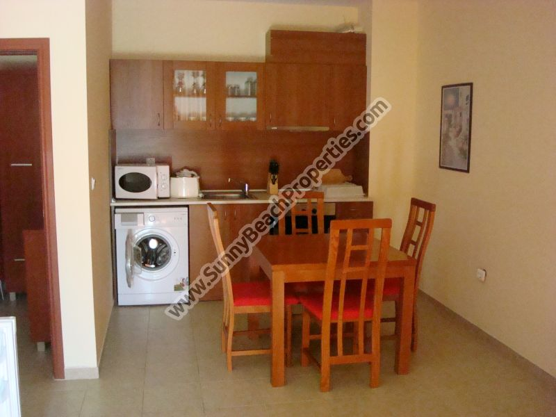 Sea and street view self-catering 1-bedroom apartment for rent 70m. from the beach in Sunny beach