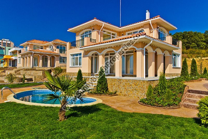Luxury 3-bedroom/2-bathroom detached houses in villa complex  6km from the beach in Sunny beach