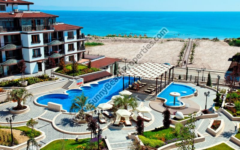 Beachfront studio apartments for sale in 4**** Bulgarian Rose Gardens, Pomorie, Bulgaria