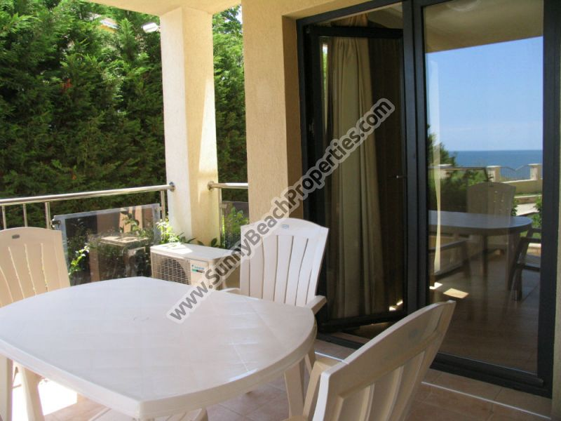 Beachfront sea view furnished 1-bedroom apartment in 4**** Byala Beach Resort on the beach in Byala