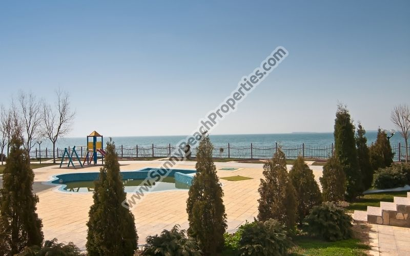 Sea view 1-bedroom apartments for rent in beachfront Marina View100m. from beach in Elenite resort, Bulgaria