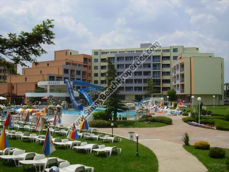 Spacious furnished 1-bedroom/1.5-bathroom apartment for sale in Trakia Plaza 200m from beach in Sunny beach, next to supermarket Perla