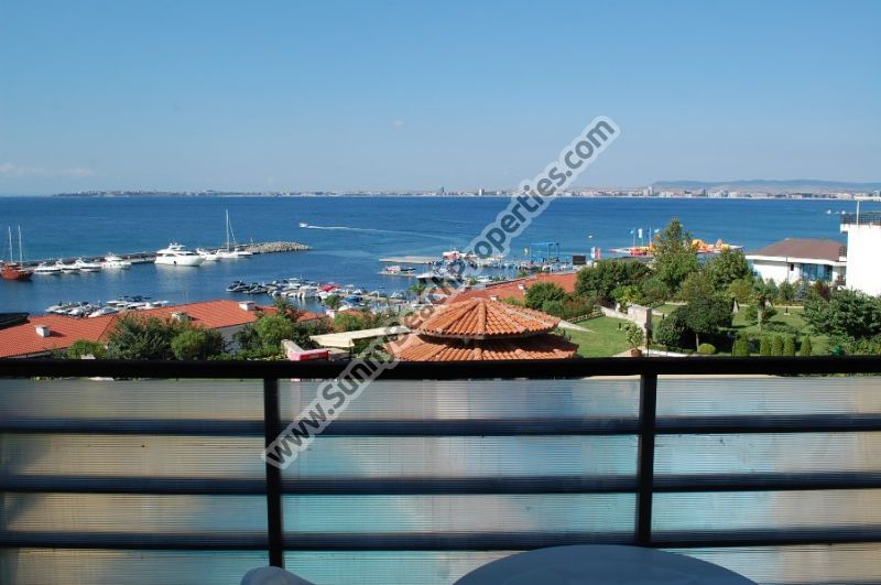 Beachfront sea view furnished 1-bedroom apartment  in Diamond 20 m. from the beach in St. Vlas.