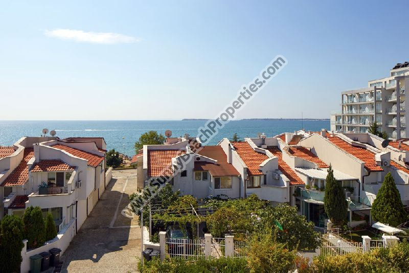 Sea view 4-bedroom/3-bathroom villa for rent in absolute tranquility 50 m. from the beach in St. Vlas, Bulgaria